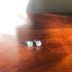 Jewelry - Crystal studs